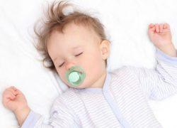 У ребенка потеет голова во время сна